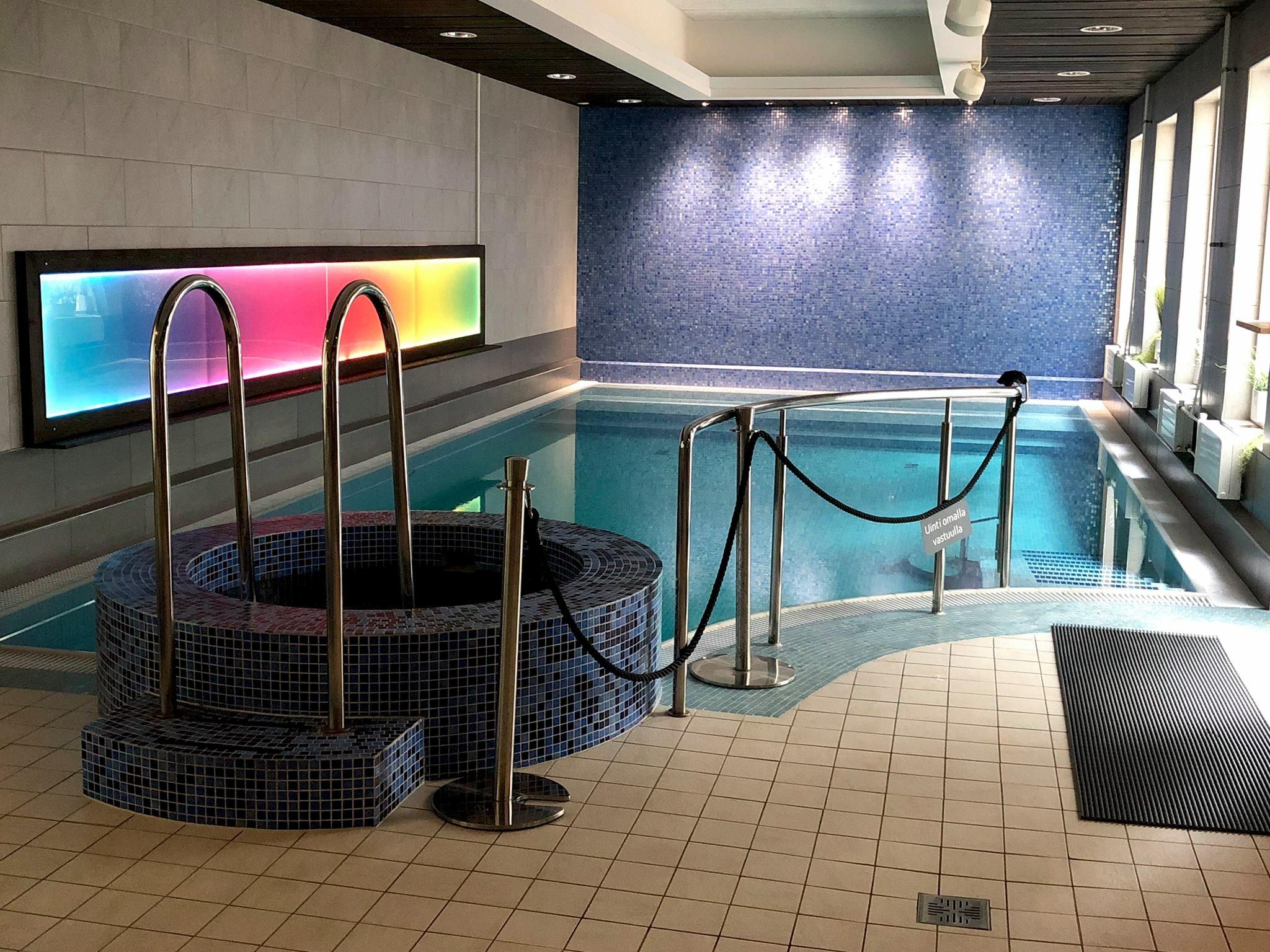 AurinkopihaSpa /Hyvinvointikeidas keskellä Espoota, Sellon välittömässä läheisyydessä. Kuntosali ja ohjatut tunnit. Tunnelmalliset sauna- ja allastilat. Visuaalinen muutos