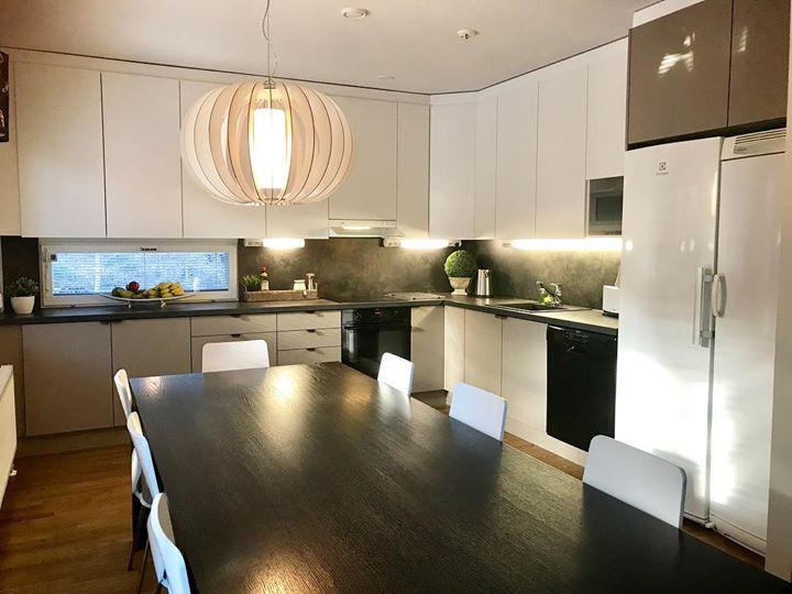 Jos tarvitset apua värisuunnitteluun … tai pelkästään keittiössä ovien …