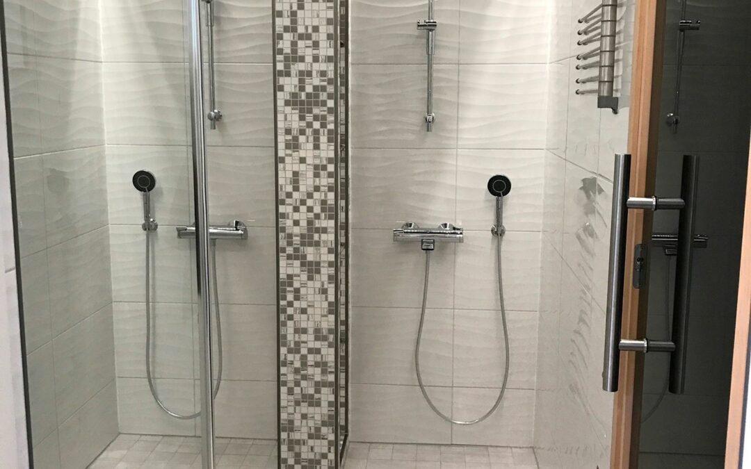Pirkkalan omakotitalon pesuhuoneen ja wc tilan pinta- ja valaistus, sekä kiintokalustesuunnittelu, Marikan SisustusStudio