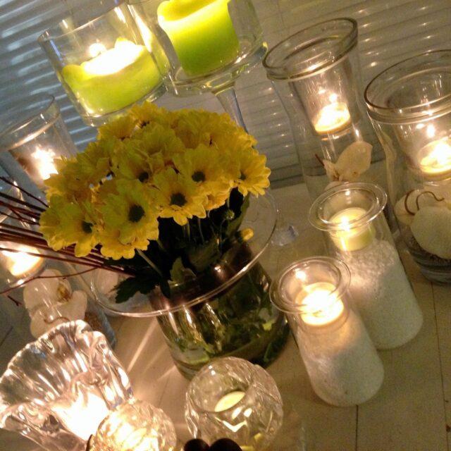 """✨✨✨ Hyvää Pääsiäistä kaikille! 🐥🐣🐥 Itse lomailen tiistaiseen asti.  Työn ääressä taas 7.4. keskiviikkona! 💛  #keltainen #valoa #kevät #energiaa #☀️✨✨✨  """"Keltaista väriä ajatellessa tulee yleensä ensimmäisenä mieleen auringon lämpö ja valo. Kun keltainen väri ympäröi meitä, kehomme vapauttaa serotoniinia, joka lisää onnellisuuden ja tyytyväisyyden tunnetta aivoissa. Tutkimukset ovat osoittaneet, että keltainen väri auttaa myös lisäämään keskittymiskykyä ja aktivoimaan keskushermostoa. Keltainen väri sopii siis hyvin toimistojen seinille tai sisustukseen, tai muihin tiloihin, joissa luovuutta ja ajatustyötä tarvitaan.""""  Lainattu teksti, Askel terveyteen😘  💛#rakkaudellamarika  Marikan SisustusStudio   #ylöjärvi #sisustussuunnittelija  www.sisustusstudio.com  sisustussuunnittelua intohimolla  11 vuoden kokemuksella 💯✨"""