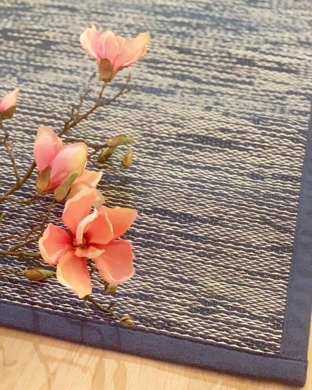 ✨ARVONTA✨  Yhteistyössä @kalustetalo_juurikivi kanssa.   Arvotaan kotimainen VM Carpetin  Marmori matto 80x150 cm ✨  * Saat arvan kun seuraat sivuja ig.ssä!   @kalustetalo_juurikivi ja  @marikansisustusstudio   * Lisää arpoja ropisee, kun tägäät  ystäväsi, jonka kotiin matto sopisi.  Jokainen uusi tägäys on uusi arpa!   Arvonta suoritetaan 25.10.2021 ja voittaja  ilmoitetaan myös tämän julkaisun kommenteissa,  sekä hänelle laitetaan yksityisviestiä.   Voitto on noudettavissa Juurikiven  Hämeenlinnan tai Ylöjärven myymälästä.  Tai tietysti Marikan SisustusStudion  kautta toimistolta, Ylöjärveltä.   O N N E A arvontaan! 🔥🤗🔥  Instagram ei ole osallisena arvontaan.  ❤️ #rakkaudellamarika  Marikan SisustusStudio  #sisustussuunnittelu  #sisustussuunnittelija  #ylöjärvi  #tampere  #pirkanmaa  #somero #turku #helsinki #suomi  #sisustus  #valaistus  #tekstiilit  #kiintokalusteet  #huonekalut #moderni #rustiikki #skandinaavinen #kesämökki #huvila  #saneerauskohde #uudiskohde  #toimisto #julkitila #yrittäjyys #naisyrittäjä #koti #viihtyisyys  www.sisustusstudio.com  # sisustussuunnittelua intohimolla &  12 vuoden kokemuksella 💯✨